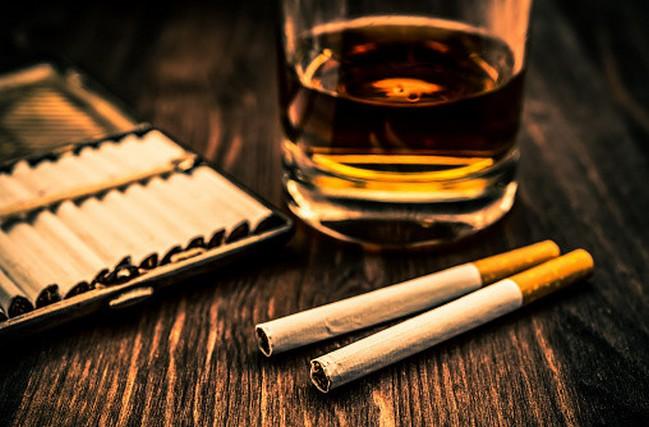 タバコ アルコール 男性ホルモン
